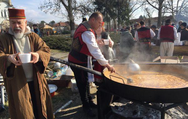 Греяна ракия и зелева чорба от старовремска софра 2018
